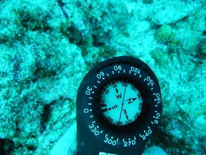 海中でも使える方位磁石