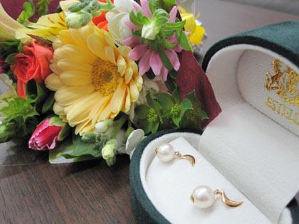 ピアスと花束